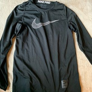 grey long sleeve nike shirt